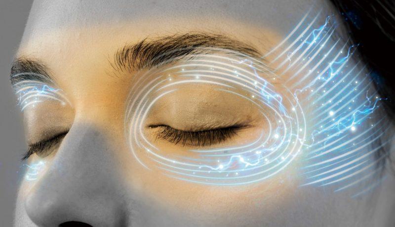 ルルド おやすみめめホット&EMSの目元への効果をイメージした、女性の目元の画像