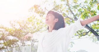 朝起きた直後の「セロトニン呼吸法」で1日元気に。むくみ改善や美肌も目指せる