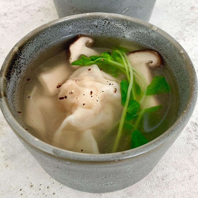 市橋有里がレシピ考案した「れんこんとエビのワンタンスープ」