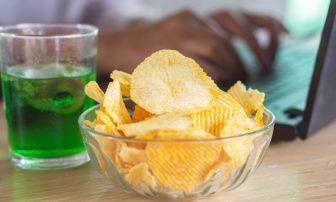 ストレス溜めずに食べすぎを防ぐ!精神科医が教える食欲を抑えるとっても簡単なコツ