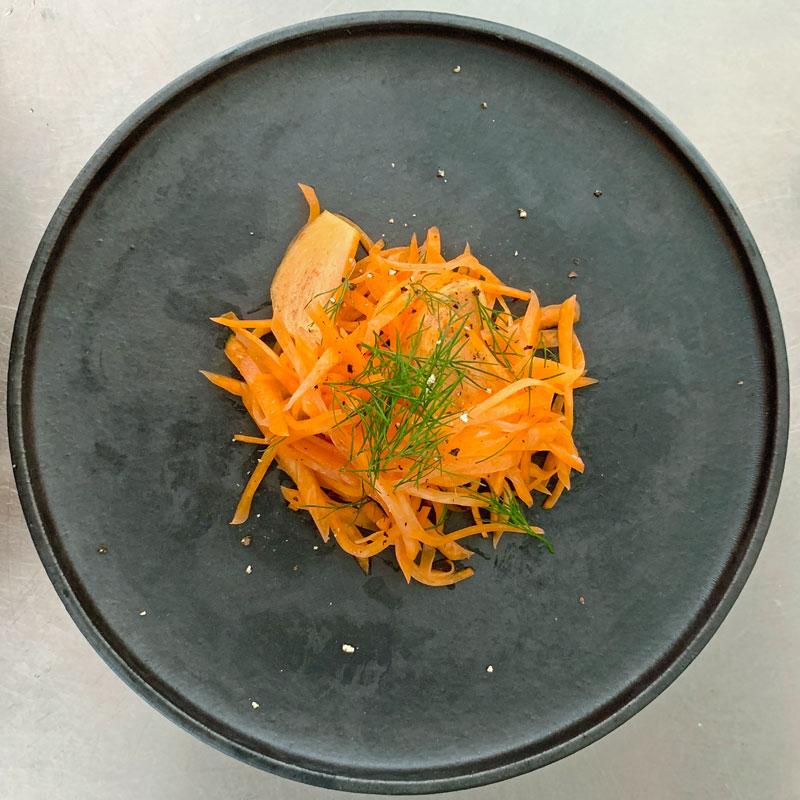 柿とにんじんを使った、美肌効果が高く乾燥対策によい常備菜「秋のキャロットラペ」