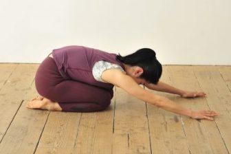 腰の痛みが気になったら…無理なくできる「おしり筋伸ばし」で腰痛を撃退!