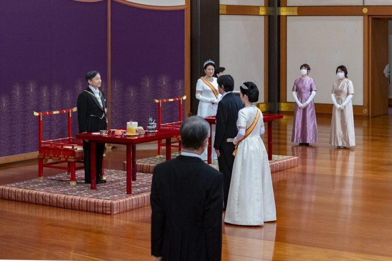 洋装で立皇嗣の礼の儀式「朝見の儀」に臨まれた天皇皇后両陛下と秋篠宮ご夫妻