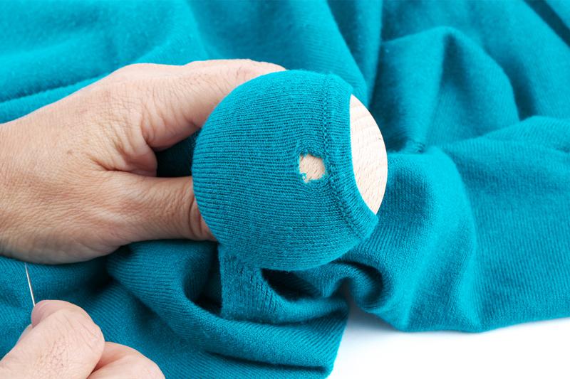 縫う場所を中心に台にセット