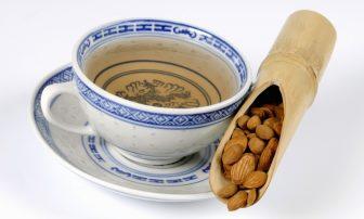 ホルモンバランスを整える「桃核承気湯」で更年期太りや便秘対策【漢方でカラダケア】