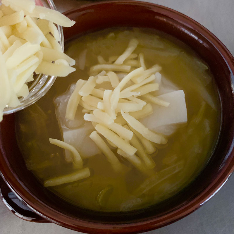 市橋有里がレシピ考案した「もっちりオニオングラタンスープ」