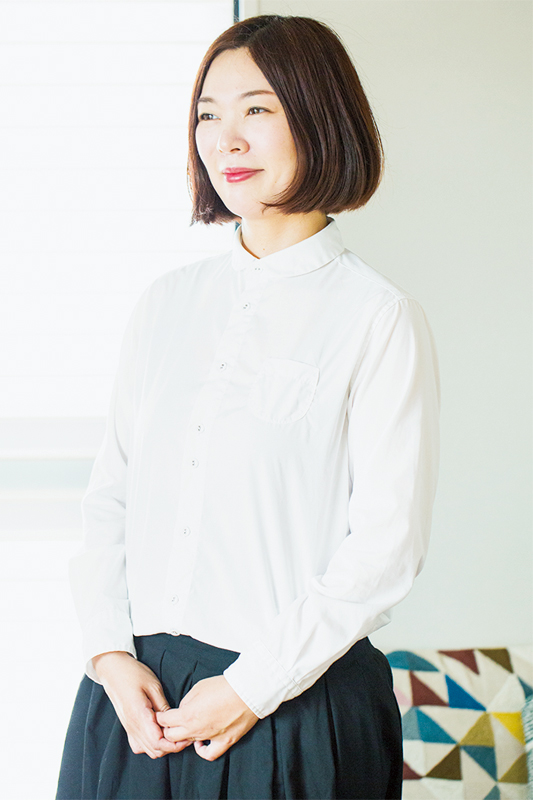 白シャツを着ている水谷さん