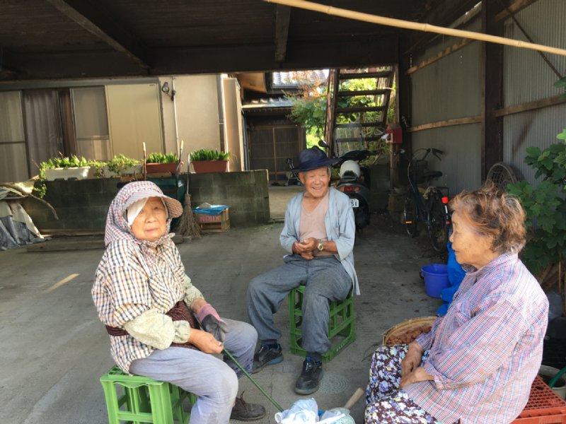 オバ記者の近所の人たちのお茶飲み風景