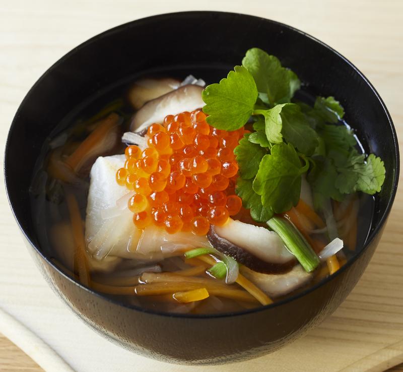 宮城風「せりと野菜のイクラのせ雑煮」