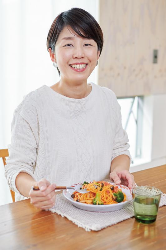 管理栄養士・料理家新谷友里江さんの顔写真