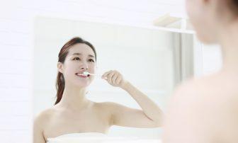 歯ブラシだけでは不十分!フロス、歯間ブラシ、インタースペースブラシの使い分けの方法