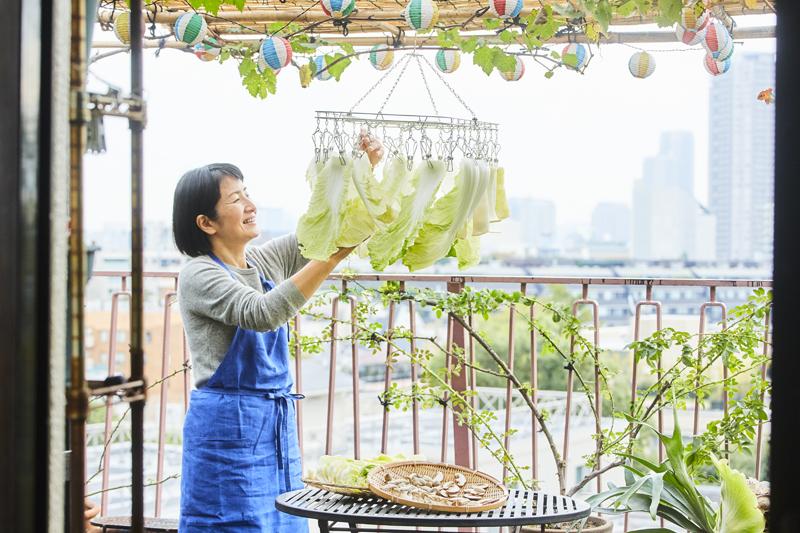 ベランダで干し野菜を作るこてらみやさん