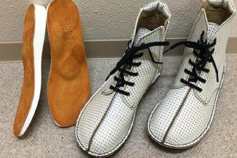 【63歳オバ記者のリアル】ポスターに抜擢!20年愛用する「究極に歩きやすい靴」とは?