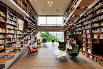 箱根で究極のおこもり滞在…温泉、美食、1.2万冊の本が楽しめる「ブックホテル 箱根本箱」