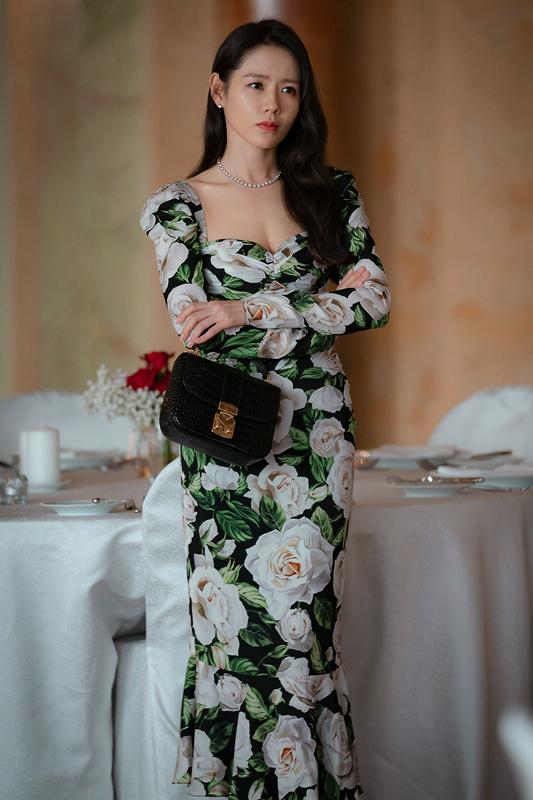 ドルガバの花柄ドレスを着たソン・イェジン