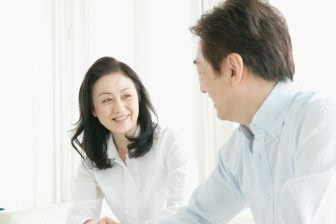 脱ぎっぱなしが当たり前のだらしない夫を改善する方法とは?『夫のトリセツ』著者が解説