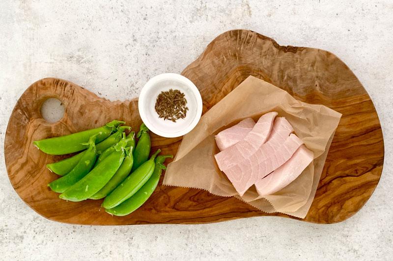 市橋有里がレシピ考案する「メカジキとスナップエンドウのパン粉炒め」材料