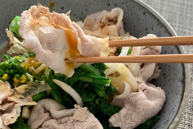 市橋有里がレシピ考案した「新玉ねぎと菜の花の豚しゃぶサラダ」