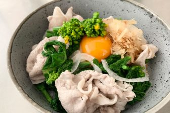 今がおいしい旬食材で花粉症対策「新玉ねぎと菜の花の豚しゃぶサラダ」【市橋有里の美レシピ】
