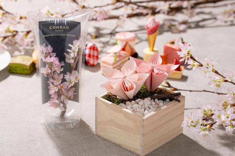 コンラッド東京「桜ストロベリー・アフタヌーンティー テイクアウト」「桜のエアリウム」「桜の折り紙アート」