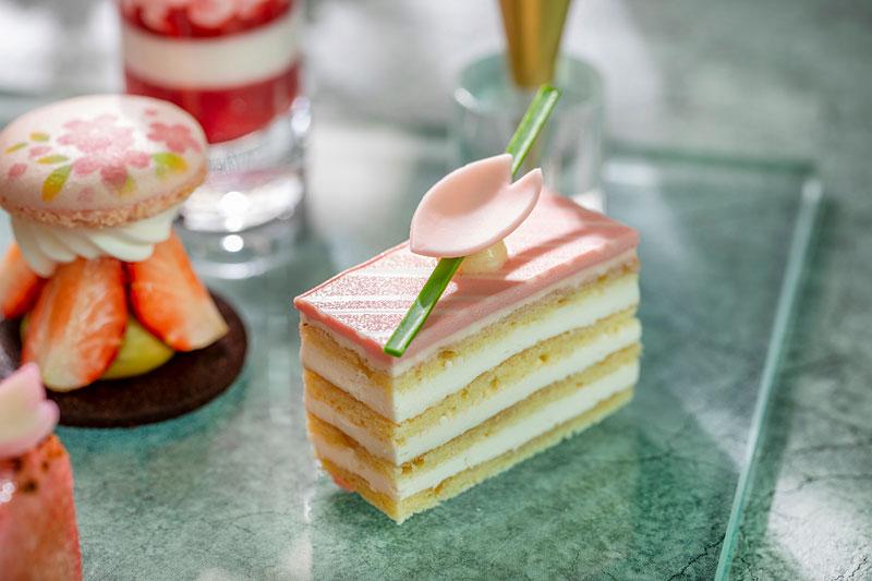 コンラッド東京「桜ストロベリー・アフタヌーンティー テイクアウト」桜のケーキ