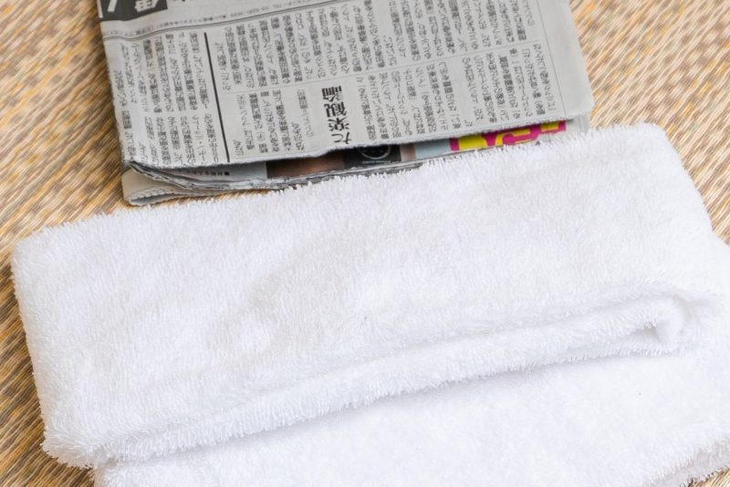 新聞紙とタオル