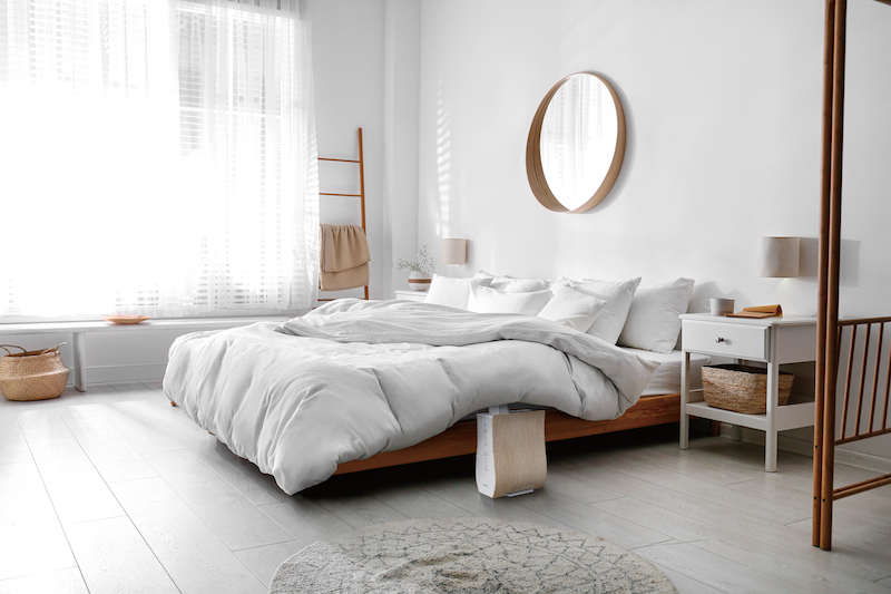 アイリスオーヤマ『ふとん乾燥機 カラリエ FK-D1』でベッドの布団を温めている様子