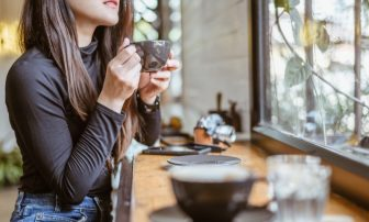 更年期に悩まされる乾燥肌、薄毛|日常生活でできる食事や栄養での改善法