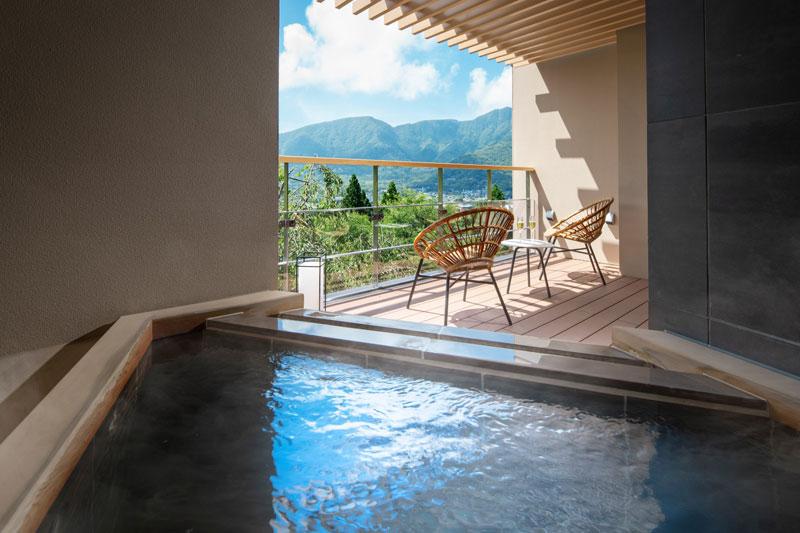 「星野リゾート 界 仙石原」客室の露天風呂