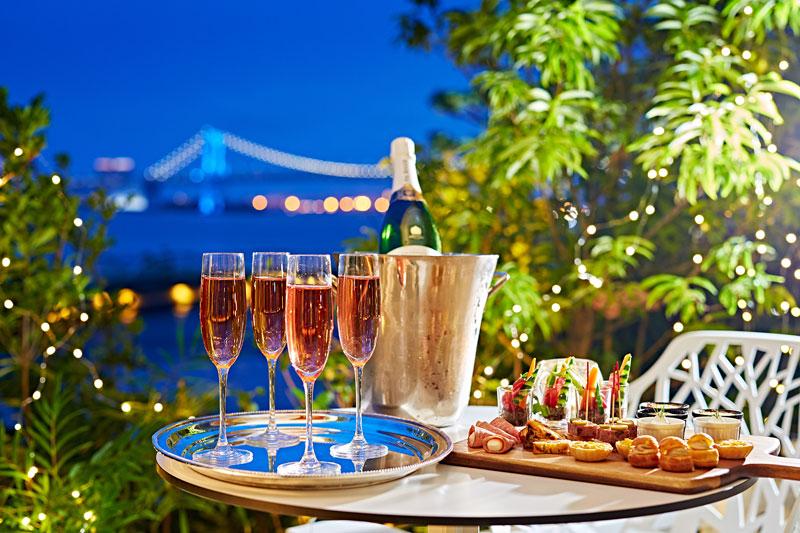 ディナーは東京湾の夜景を堪能
