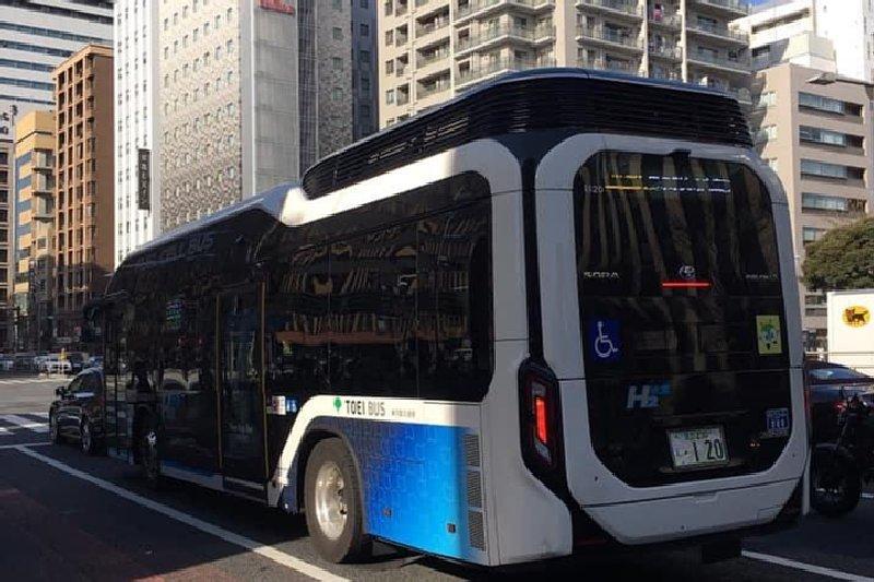 水素で走る都バス