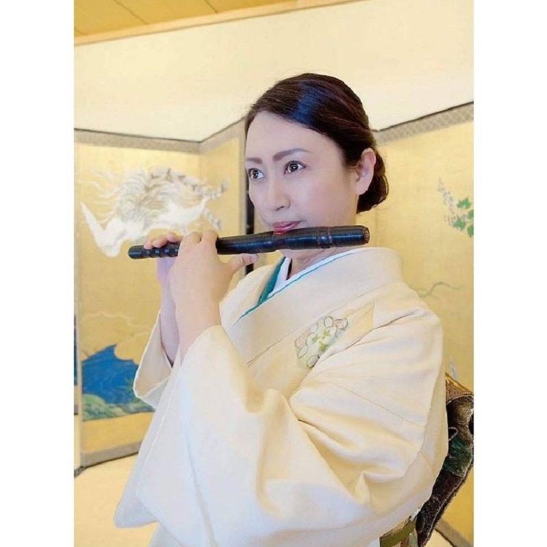 篠笛を吹く耳鼻科医・鈴木香奈さん