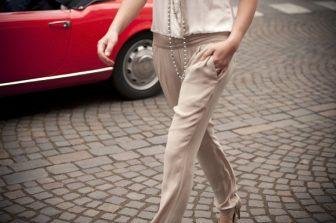 50代はベージュのパンツを「履いてはいけない」2つの理由をスタイリストが解説