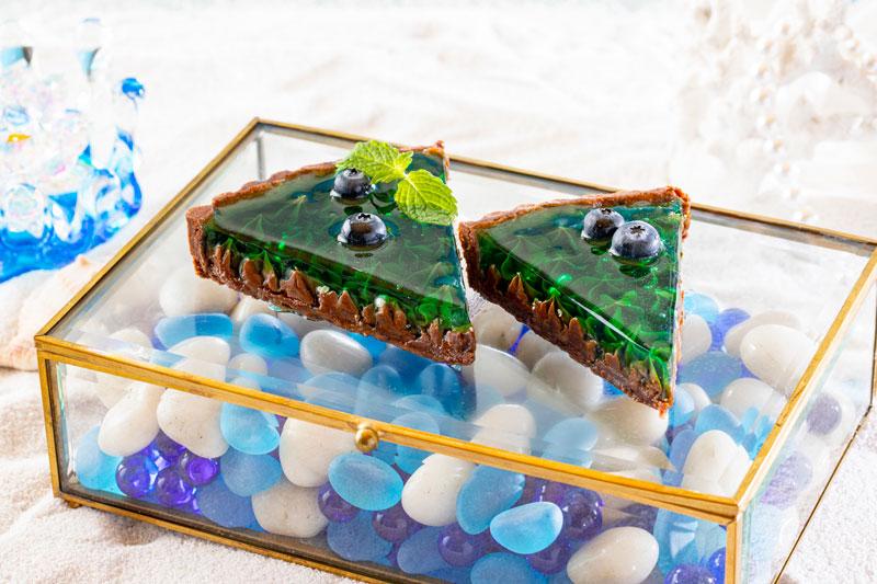 ヒルトン東京の夏のスイーツ・パーティー「クリスタル・マーメイドinホワイトラグーン」深海に沈むエメラルド
