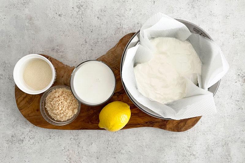市橋有里がレシピ考案した「水切りヨーグルトのレモンチーズケーキ」材料
