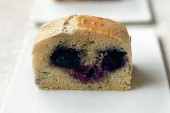 """""""飲む美容液""""でうれしい効能! 混ぜるだけ「甘酒のブルーベリーチーズケーキ」レシピ"""