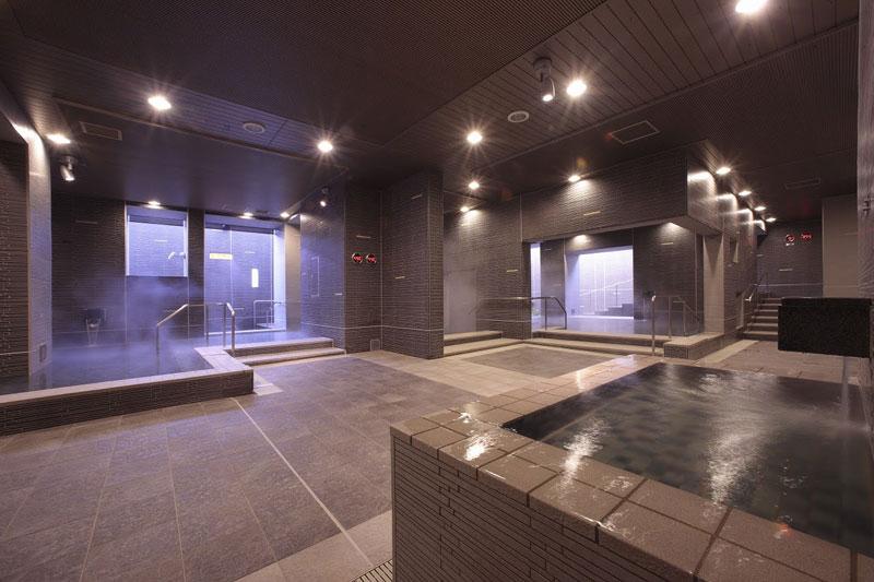 「スパリゾートハワイアンズ」モノリスタワーの大浴場「すみの湯」