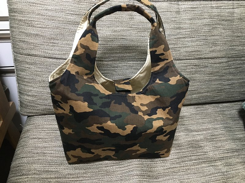 オバ記者が作った迷彩柄のバッグ