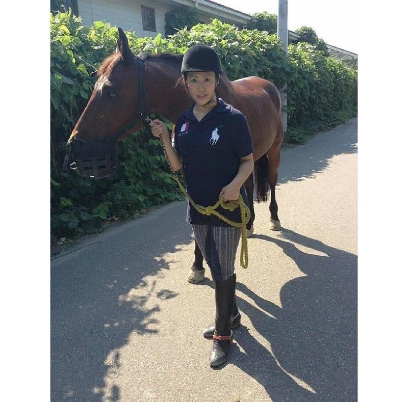 乗馬を楽しむ乗馬を楽しむ耳鼻科医・鈴木香奈さん