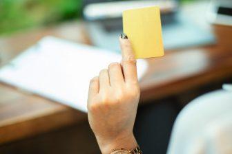 マイナンバーカードが健康保険証として使用可能に。知って…