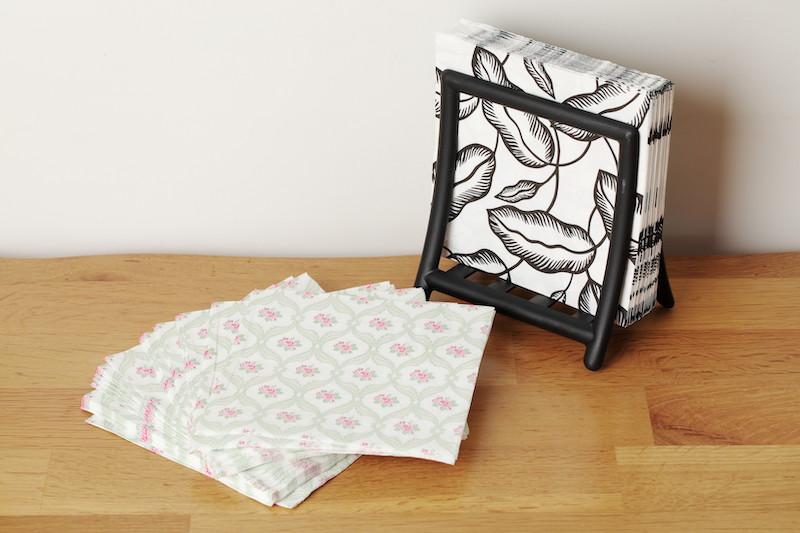 IKEAの紙ナプキンとナプキン立て