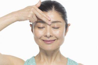 【-10歳目指す10秒顔筋トレ】眉間のしわを解消する「チャクラリセット」とは?