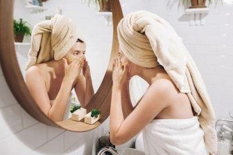 """化粧水を手で叩き込むのはNG! 効果アリと思いがち""""やってはいけない美容法"""""""