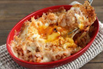 混ぜて焼いて10分!「ピリ辛!とろ~り濃厚キムチーズドリア」【もあいかすみ ラクウマレシピ】