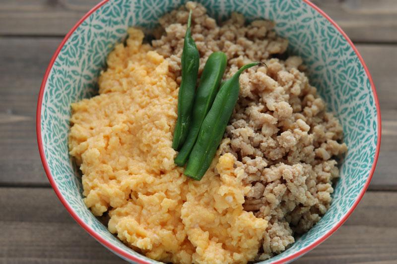 もあいかすみ ラクウマレシピのふわふわ卵が絶品「鶏そぼろ丼」