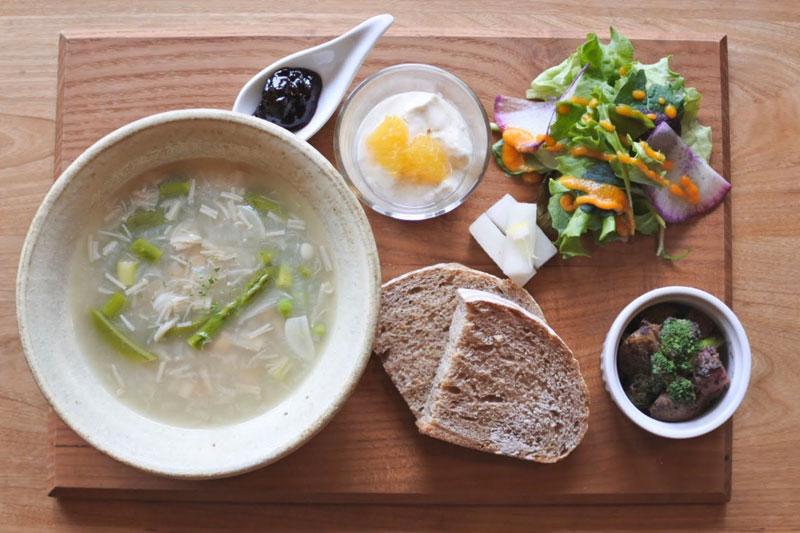 「カミツレの宿 八寿恵荘」朝食