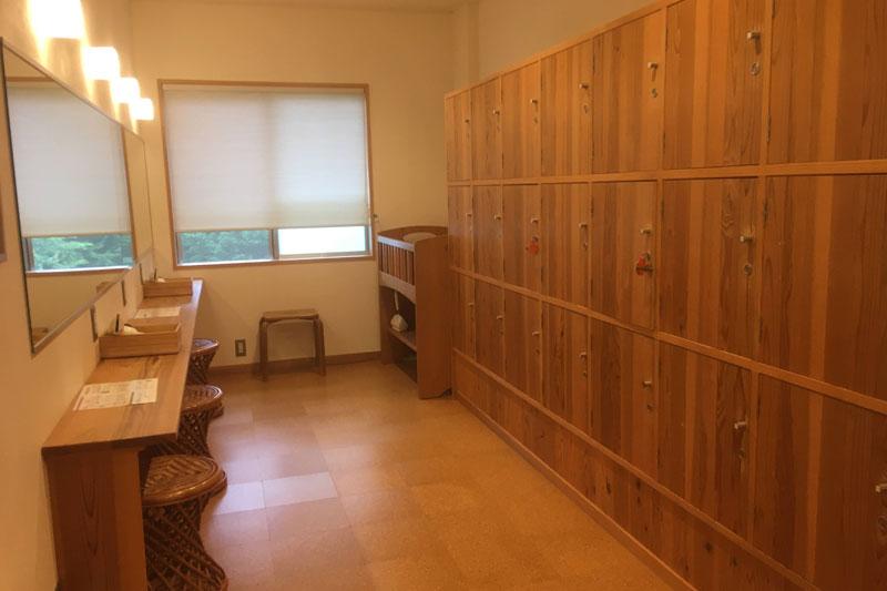「カミツレの宿 八寿恵荘」お風呂脱衣所