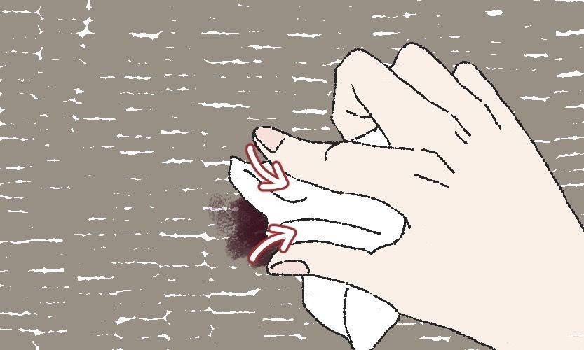 カーペットについたチョコレートの汚れを落とす手順1