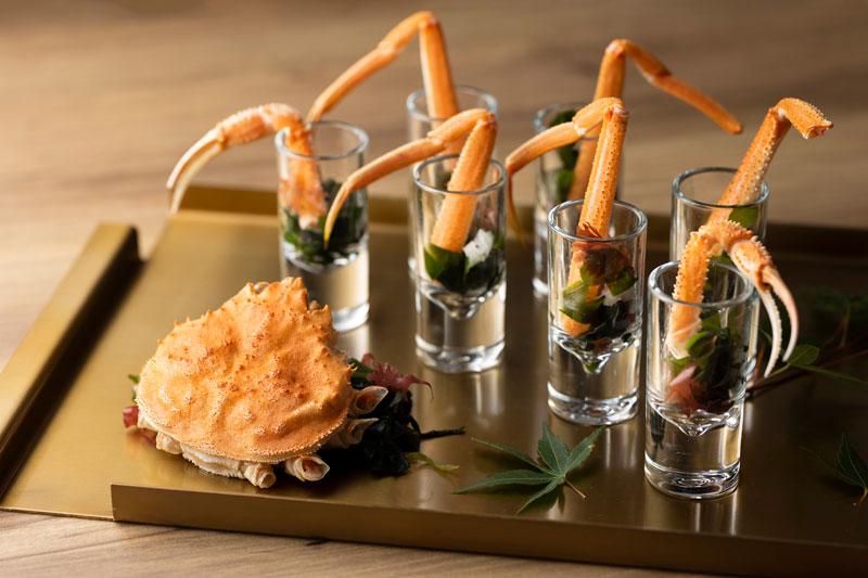 北海道噴火湾産本ズワイ蟹と海藻サラダ(ディナー限定)