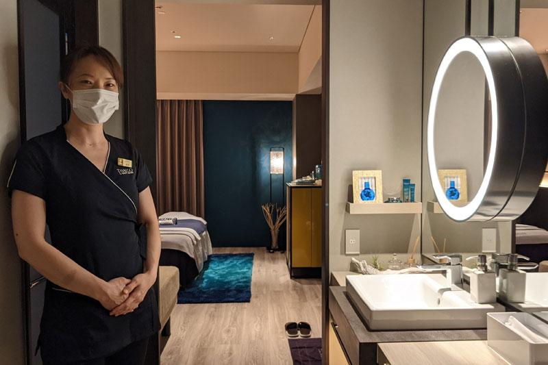 「Cleanse Room by THALGO」は、ブルーを基調とし、まるで海の中にいるかのような雰囲気